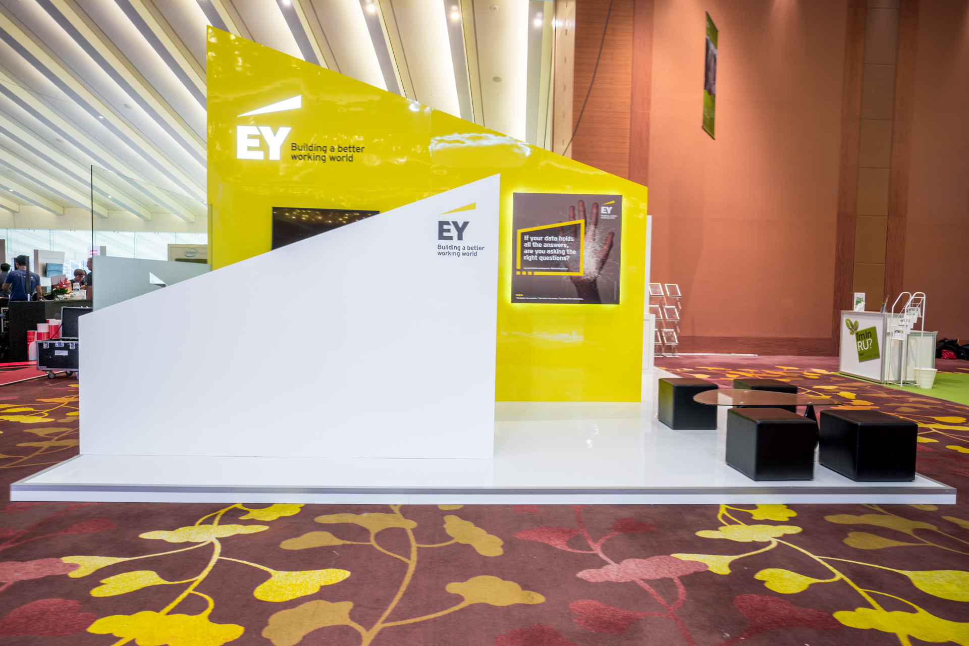 exhibition-stand-design-punktlandung-ey-booth-001