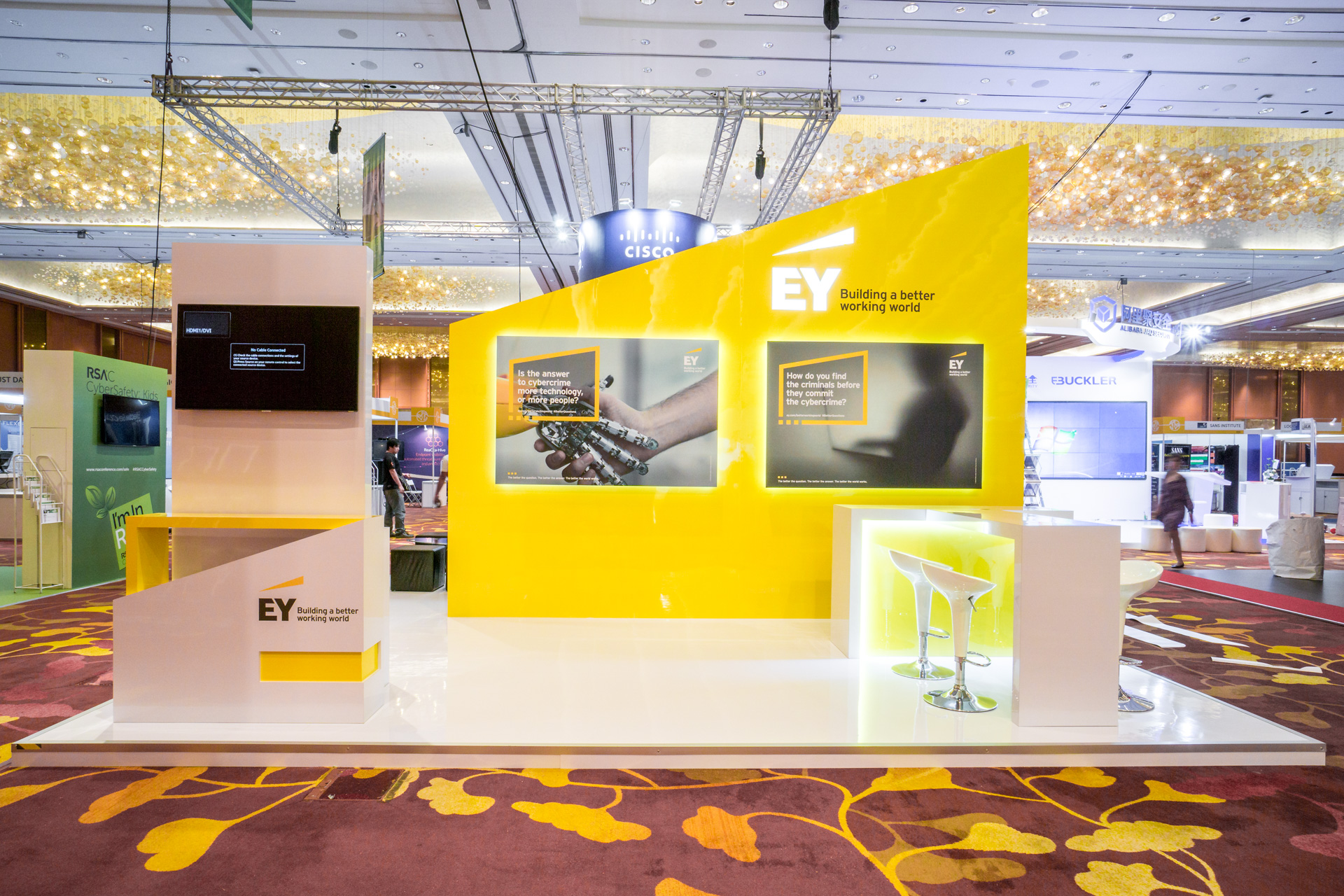exhibition-stand-design-punktlandung-ey-booth-013