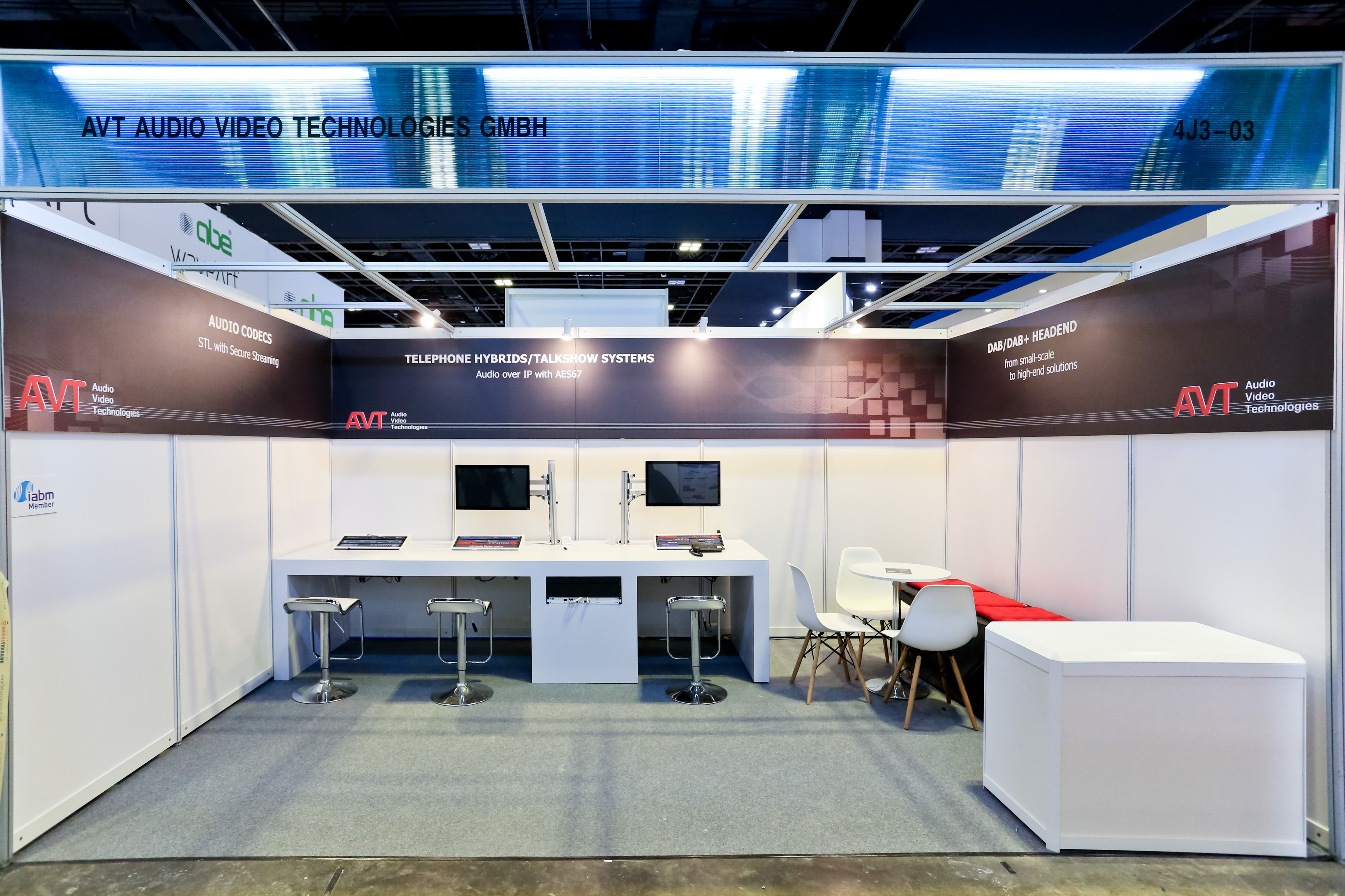 Shell Scheme Exhibition Stands : Shell scheme or customized booth design a guide for new